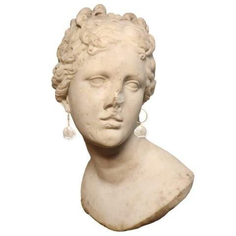 Claire van Holthe: Hoop Pearl Earrings on Venus