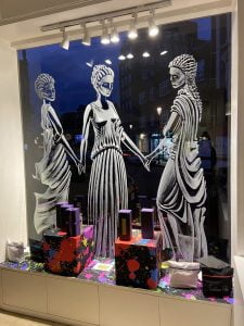 ancienne ambiance london shop front - the three graces shop window art - March 2020