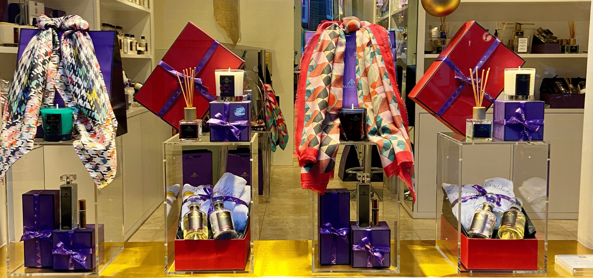 ancienne ambiance luxury boutique heart of Chelsea, London - holiday gifts - christmas gifts - christmas gift guide - festive window