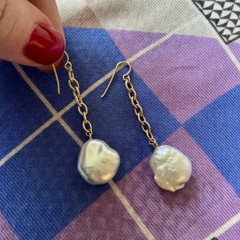 claire van holthe 9k gold chain pearl earrings - baroque pearl drop earrings - chain drop pearl earrings